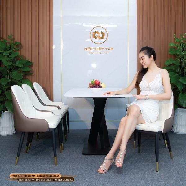 Bộ bàn ăn 6 ghế mặt đá Marble trắng vân mây, chân sắt chéo chữ X, ghế tân cổ điển Otomo chân chụp đồng