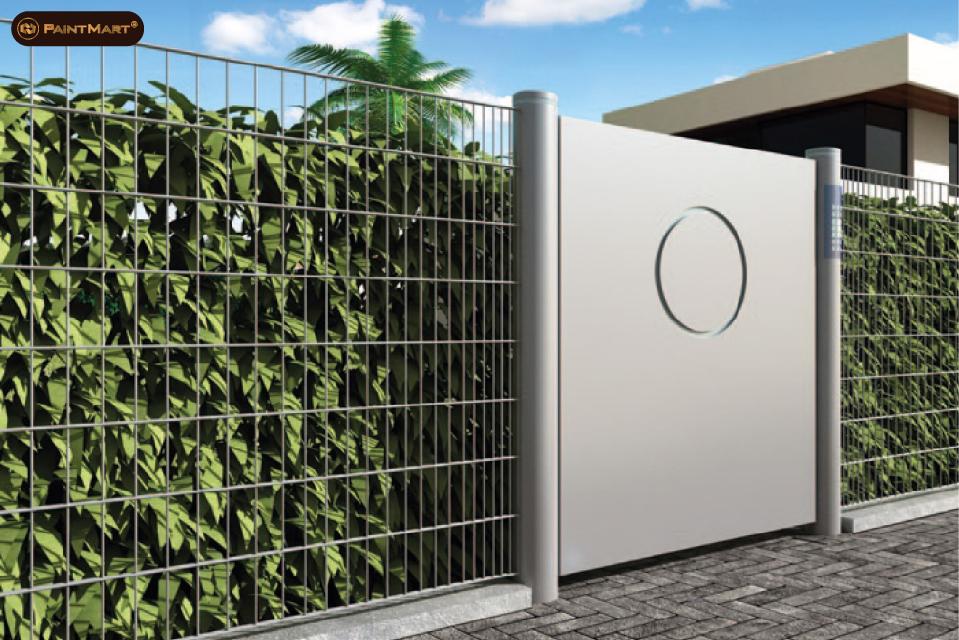 Cổng rào kim loại kết hợp cây xanh